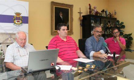 El Ayuntamiento de Caravaca y el profesor Walker firman un convenio para continuar las excavaciones en la Cueva negra, uno de los yacimientos más importantes de Europa