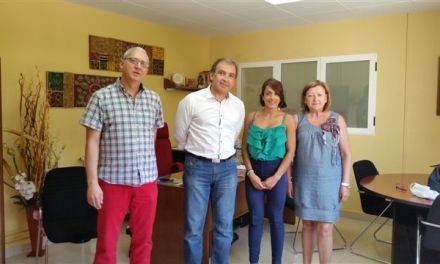 APCOM recibe de manos del CDC Caravaca la recaudación del master de zumba