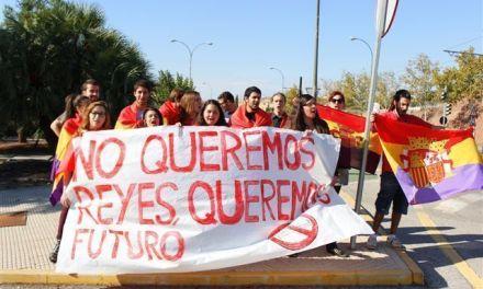 """No queremos reyes, queremos futuro"""""""