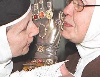 Santa Teresa, la de los tres entierros y las dos manos cortadas