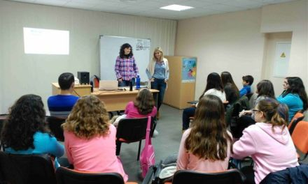 La 'Escuela de Adolescentes' de Caravaca acerca a los jóvenes temas de interés para su desarrollo personal