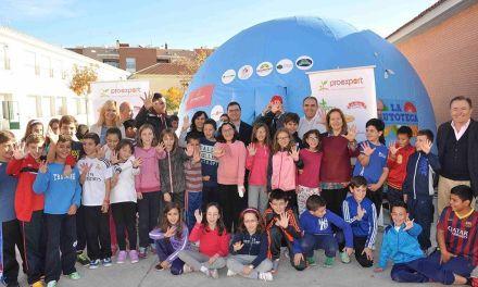 La Santa Cruz participa en el proyecto 'Frutoteca', que lleva la huerta al patio de colegio