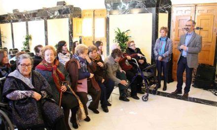 Las usuarias del Centro de Día de Caravaca le plantean al Alcalde cuestiones para mejorar su vida