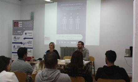 Jóvenes con espíritu emprendedor asisten en Bullas a una charla de Murcia Empresa