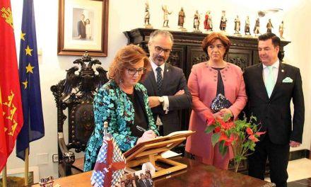 La pregonera Mª Carmen Martínez anuncia el inicio de las Fiestas de Caravaca