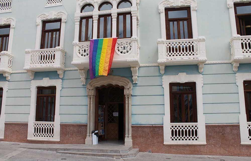 Bullas conmemora el Día  Internacional del Orgullo LGTB