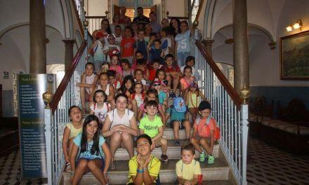 Los niños de la Escuela Municipal de Verano de Cehegín visitan el Ayuntamiento
