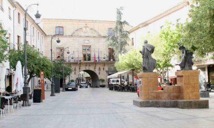 La Plaza del Arco de Caravaca se corta al tráfico los fines de semana de julio y agosto, en las horas centrales del día