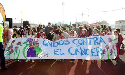 Los colegios de Caravaca se unen contra el cáncer infantil en la primera marcha