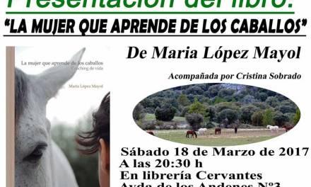 Presentación del libro La mujer que aprende de los caballos de la coach y periodista murciana María López Mayol el sábado en la librería caravaqueña Cervantes