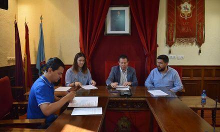 Firma del convenio de colaboración entre el Ayuntamiento de Mula y la Agrupación Musical Muleña