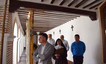 El director general de Bienes Culturales visita el Monasterio de la Encarnación de Mula para conocer  el estado del claustro
