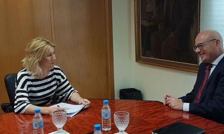 La Alcaldesa de Campos del Río se reúne con el consejero de Empleo, Universidades y Empresa, Juan Hernández