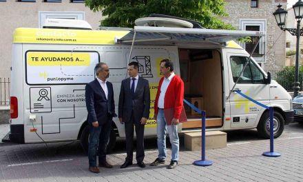 El INFOmóvil se desplaza a Caravaca para asesorar a emprendedores