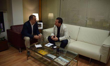 El Alcalde de Mula traslada al Director General de Comercio el proyecto de remodelación de la plaza de abastos