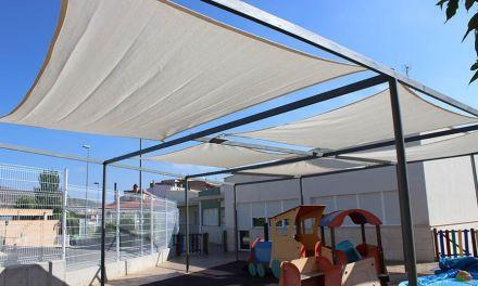 El Ayuntamiento de Cehegín renueva e instala toldos en tres centros educativos del municipio