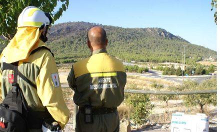 Valoración de daños por el incendio en la Sierra de San Miguel con las primeras luces del día