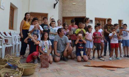Un taller acerca la arqueología a los niños muleños