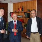 """El Alcalde de Cehegín visita al Consejero de Hacienda para buscar vías de financiación para el pabellón """"Loli de Gea"""""""