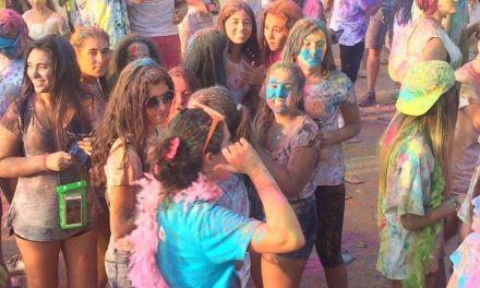 Ciento cincuenta jóvenes en la primera Fiesta Holi de Mula