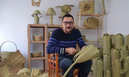 """""""La clave del éxito en la artesanía es crear algo diferente, algo único y, sobre todo, accesible», Alejandro Sevilla preside la asociación de Artesanos del Mercadillo de Las 4 Plaza"""
