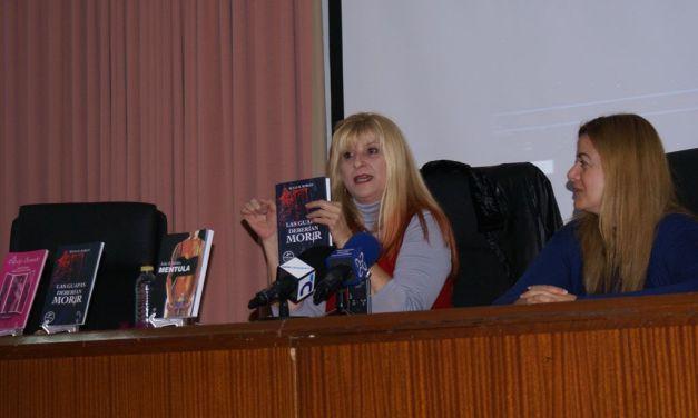 """""""Muñecas de azul"""", de Julia R. Robles, presentado en Calasparra dentro de los actos del Día contra la Violencia de Género"""