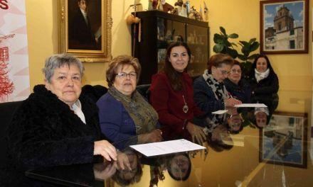 La Concejalía de Servicios Sociales de Caravaca entrega las ayudas económicas a las delegaciones de Cáritas