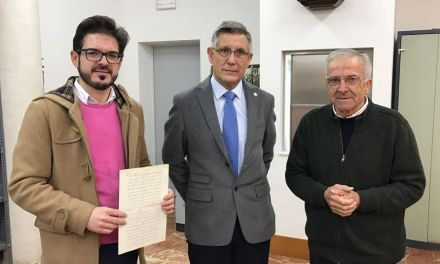 El Ayuntamiento de Bullas recibe de manos de los franciscanos de Murcia un documento datado en 1664
