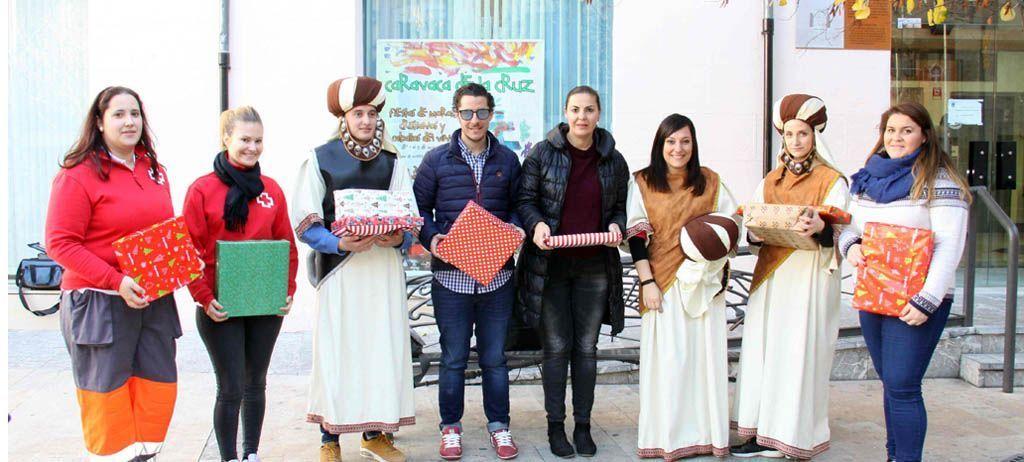 Cerca de 200 niños de Caravaca reciben la visita de los pajes de los Reyes Magos dentro de la campaña solidaria de juguetes