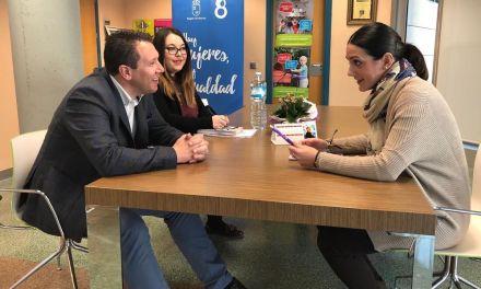 Alicia Barquero se compromete a restituir el servicio completo del CAVI en Mula en torno al mes de marzo
