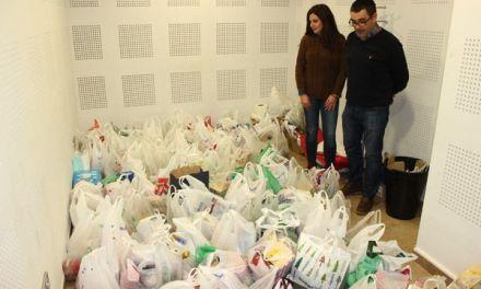 Éxito de participación y de recogida de alimentos en el  partido de fútbol solidario de Cehegín