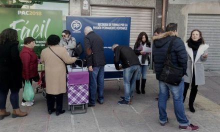 El PP recoge firmas en Cehegín en defensa de la Prisión Permanente Revisable