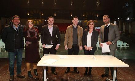 José Rafael Rocamora firma el contrato de alquiler con opción a compra de la sala Camelot