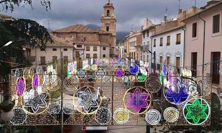 La Concejalía de Festejos de Caravaca enciende la iluminación especial de fiestas en el pregón de este domingo