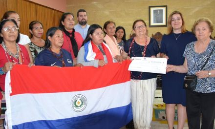 Calasparra ha hecho entrega de un cheque de 600 euros al proyecto de Educación Intercultural como Instrumento para el Desarrollo Sostenible de los Pueblos Indígenas en Paraguay