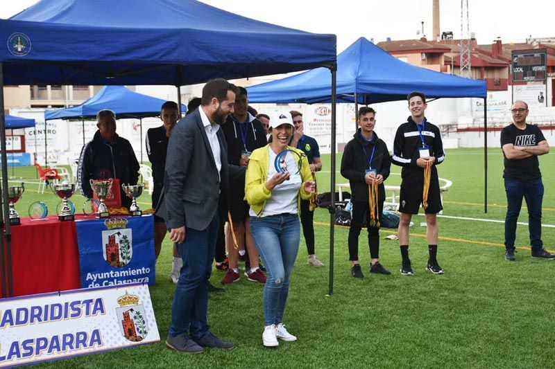 El concejal Jordi Arce entregó un premio a los equipos participantes