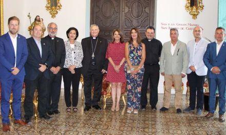 El Obispo de la Diócesis de Cartagena José Manuel Lorca Planes recibe a la Real e Ilustre Cofradía de la Santísima y Vera Cruz de Caravaca