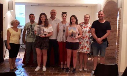 Inés Correia y Mª Jesús Boluda ganan el concurso de portada y contraportada del libro de Fiestas 2018