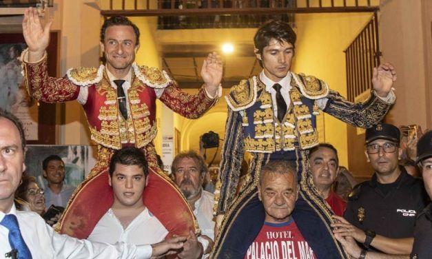Rafaelillo y Castella salen a hombros en la primera corrida de la feria de Murcia