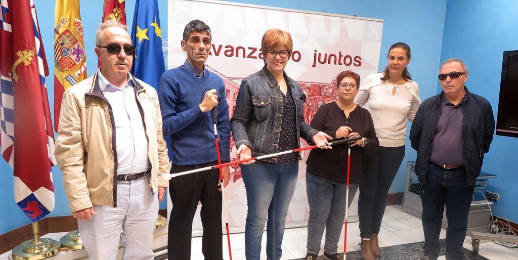 La concejal de Servicios Sociales recibe a la delegación regional de la Asociación de Sordociegos de España (ASOCIDE)