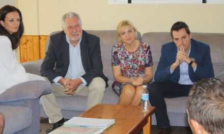 Betania expone al Alcalde y la Consejera de Familia los proyectos futuros de la asociación