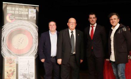 Felipe de Paco presenta su libro 'Más de un siglo de toros en Cehegín'