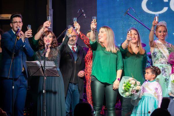 Brindis tras la elección de reina de las fiestas de Barranda