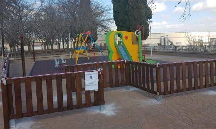 El Ayuntamiento de Bullas procede a vallar  la zona infantil del jardín del Paseo de la Murta