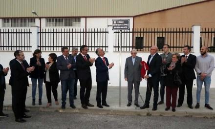 El Ayuntamiento dedica una calle a Enrique López Bustamante, fundador de la fábrica de Chocolate 'Supremo'