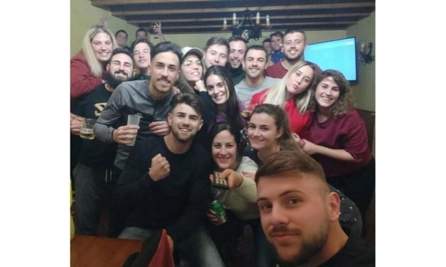 La peña El Desmadre canjea su premio del pasado Campos Joven