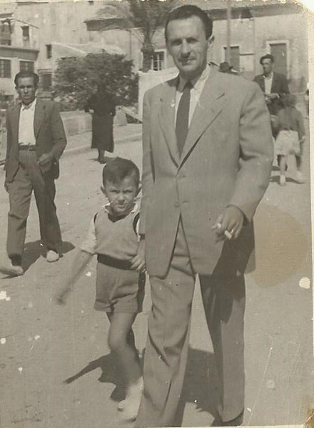 Con su hijo Guillermo. 1947