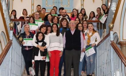 Entregados los diplomas de los Cursos Formativos de Carácter Social, en los que se han inscrito un centenar de personas
