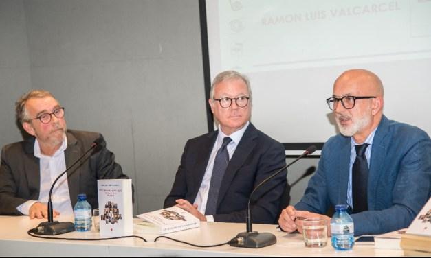 «En estos nuevos tiempos se hace imprescindible gobernar desde el diálogo y el consenso», Manuel Ponce, autor de «Una historia de aquí»