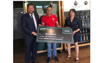 La Asociación ANCEBAEM contra el acoso escolar recibe el cheque WARM-UP valorado en 1.300 euros